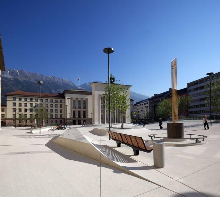 Der 2007 neu gestaltete Eduard-Wallnöfer-Platz.